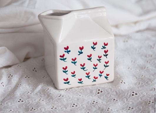 Чайники, кофейники ручной работы. Ярмарка Мастеров - ручная работа. Купить Молочник керамический с ручной росписью.. Handmade. Белый, цветы