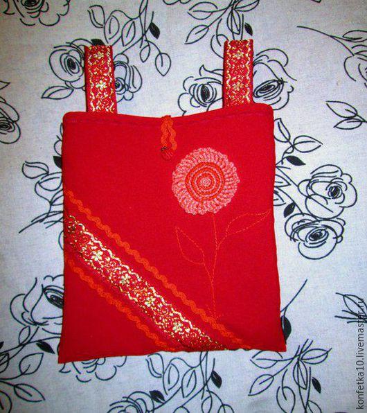 Готовая работа! Размер 19*20 см. Подойдет для пояса шириной до 6,5 см. Декорирован вязанным цветком, жакардовыми лентами, вьюнком.