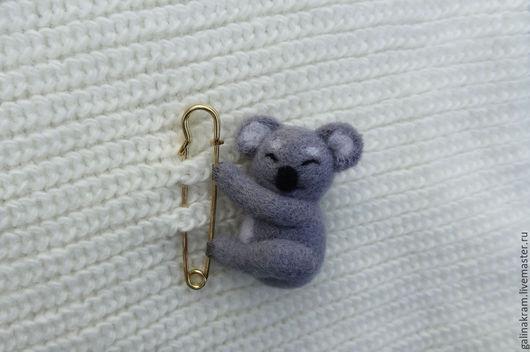 Броши ручной работы. Ярмарка Мастеров - ручная работа. Купить коала на булавке. Handmade. Серый, брошь, Валяние, зверек