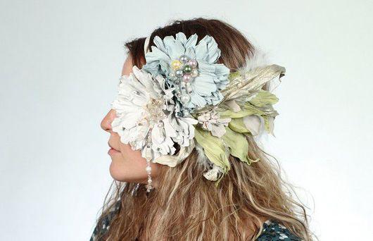 Свадебный цветочный ободок с цветами из кожи.