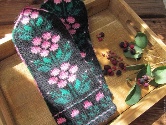 Варежки, митенки, перчатки ручной работы. Ярмарка Мастеров - ручная работа. Купить Варежки вязаные женские с орнаментом Сладка ягода. Handmade.