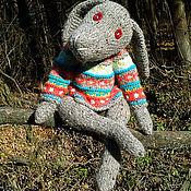 Куклы и игрушки ручной работы. Ярмарка Мастеров - ручная работа Вязаный заяц в свитере. Handmade.
