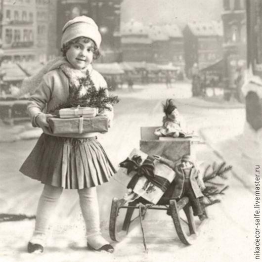 Декупаж и роспись ручной работы. Ярмарка Мастеров - ручная работа. Купить Девочка с подарком (80022) 33х33 салфетка для декупажа. Handmade.