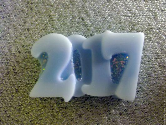 """Мыло ручной работы. Ярмарка Мастеров - ручная работа. Купить Мыло """"2017 год"""". Handmade. Голубой, Новый Год, блеск"""