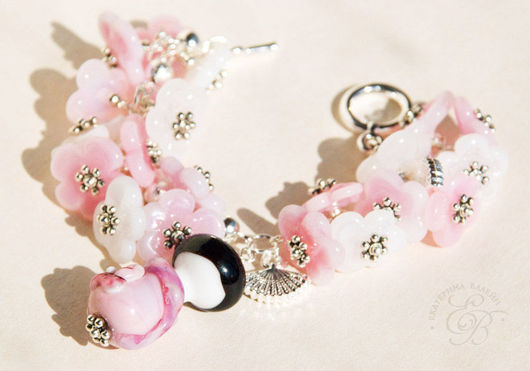 """Браслеты ручной работы. Ярмарка Мастеров - ручная работа. Купить """"Танец с веерами"""": браслет. Handmade. Бледно-розовый, японка, лэмпворк"""