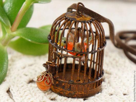 """Кулоны, подвески ручной работы. Ярмарка Мастеров - ручная работа. Купить Подвеска Клетка """"под ржавчину"""" с апельсиновой птичкой. Handmade."""