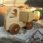 Техника, роботы, транспорт ручной работы. Ярмарка Мастеров - ручная работа Тягач с прицепом (сосновый). Handmade.