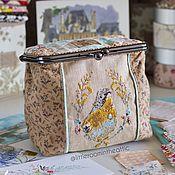 Для дома и интерьера ручной работы. Ярмарка Мастеров - ручная работа Текстильная шкатулка на фермуаре с вышитой птичкой. Handmade.
