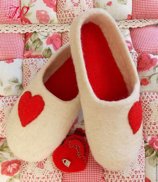 """Обувь ручной работы. Ярмарка Мастеров - ручная работа. Купить """"В день Святого Валентина"""". Handmade. Белый, тапки, сердце"""