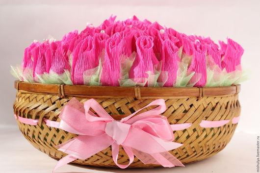 """Букеты ручной работы. Ярмарка Мастеров - ручная работа. Купить Букет из конфет в корзине """"Бутоны роз"""". Handmade. Розовый, учителю"""