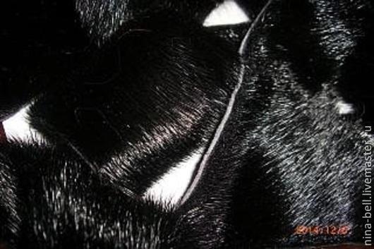 Куски меха уложены на листе формата А-4 Цвет черный
