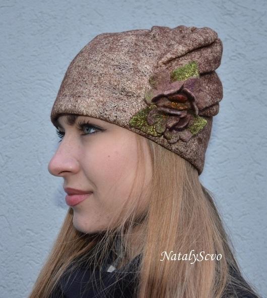 Шапочка со съемной брошью в тон шапочке. Для тех, кто любит более спокойный декор.