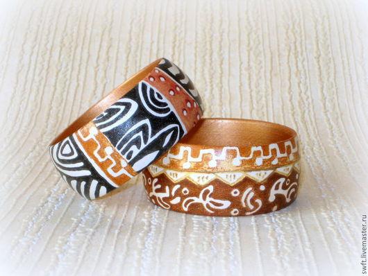 Браслет из дерева коричневый белый черный черно-белый  этнический этно стиль женский недорогой деревянный браслет недорого красиво подарок что подарить девушке женщине сестре подруге маме жене дерево