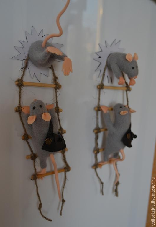 """Магниты ручной работы. Ярмарка Мастеров - ручная работа. Купить Магнит на холодильник """"Мышки-воришки"""". Handmade. Серебряный, веселый подарок"""
