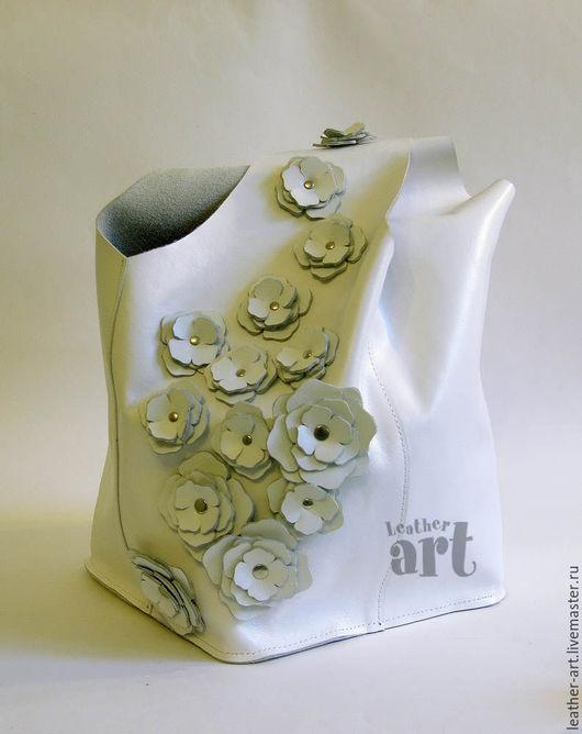 Женские сумки ручной работы. Ярмарка Мастеров - ручная работа. Купить Кожаная сумка-мешок Цветочная - белая. Handmade.