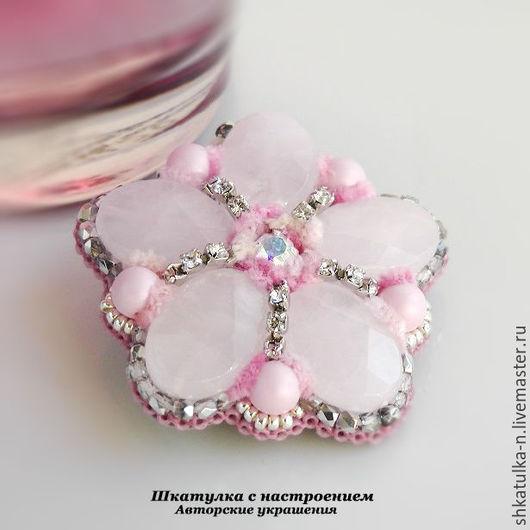 """Броши ручной работы. Ярмарка Мастеров - ручная работа. Купить """"Цветок сакуры"""" брошь. Handmade. Розовый кварц, купить брошь"""