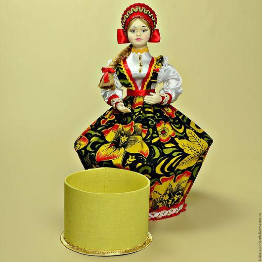 Кукла шкатулка текстильная. Шкатулка для украшений в русском стиле. Внутри куклы круглая коробочка диаметром 8 см и высотой 12 см для хранения женских мелочей. Доставка по Москве и регионам России.