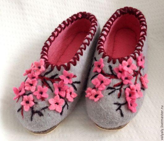 Обувь ручной работы. Ярмарка Мастеров - ручная работа. Купить Домашние валяные тапочки Сакура. Handmade. Валяная обувь, серый