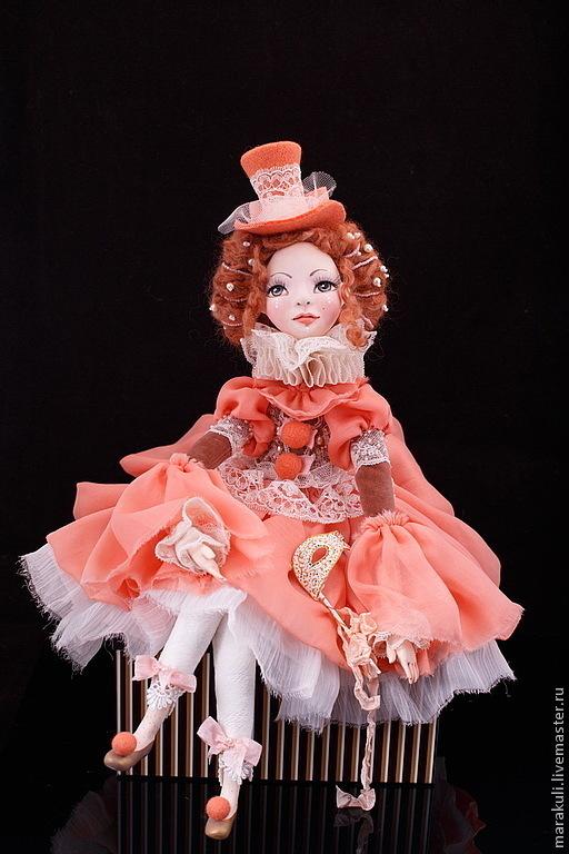 Будуарная кукла Джиозетта украсит любой интерьер и изысканный будуар. Находится в частной коллекции.