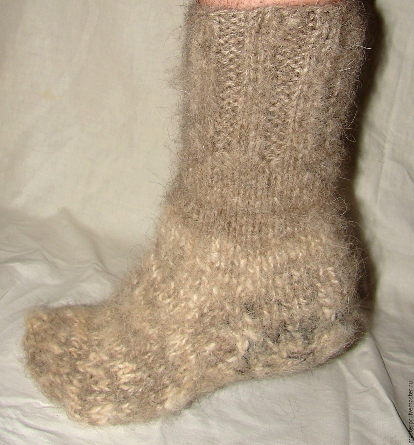 Socks cashmere thick art No. 109м of dog hair .  Socks are knitted of 2 spun thick thread (thickness).  Very thick and very warm .  Manual spinning. Manual knitting.  A live thread.