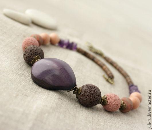 Колье стильное ежевичное с крупным орехом Виолетта. Авторские украшения Уральские сказы.