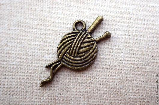 Фурнитура для создания украшений - подвеска для кулона, браслета или броши в виде клубка ниток со спицами
