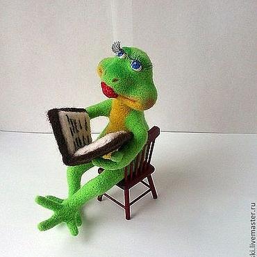 """Куклы и игрушки ручной работы. Ярмарка Мастеров - ручная работа Войлочная лягушка: """"Почитаю,помечтаю"""".. Handmade."""