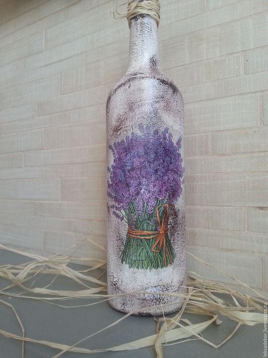 Стильная бутылка с декупажем лаванды. Искусственное старение.