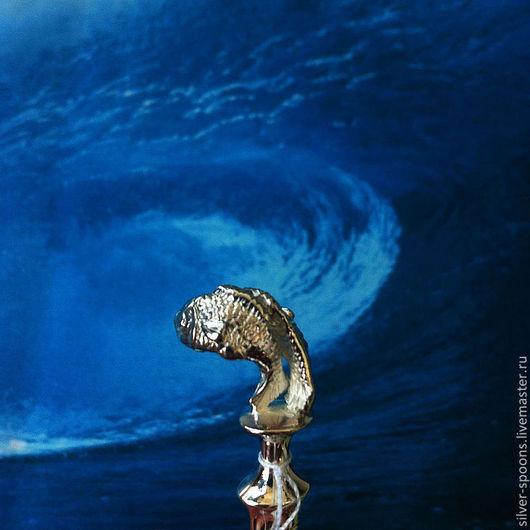 """Серебряная чайная ложка """"РЫБЫ"""". Столовое серебро всегда считалось хорошим подарком на свадьбу или её годовщины, юбилей.Серебряная ложка - хороший и красивый памятный подарок."""