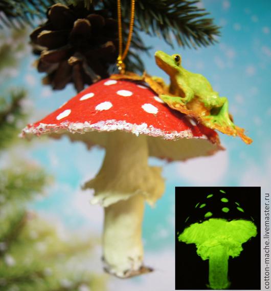 Новый год 2017 ручной работы. Ярмарка Мастеров - ручная работа. Купить Светящиеся в темноте Грибы, ватные игрушки, мухоморы, лягушка. Handmade.