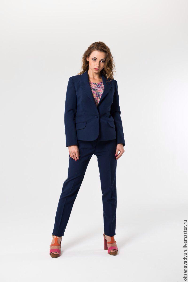 Темно-синие деловые женские костюмы
