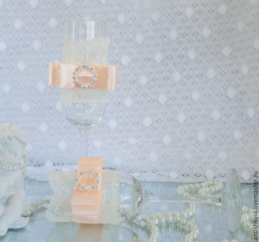 Свадебные бокалы ручной работы в персиковом цвете купить