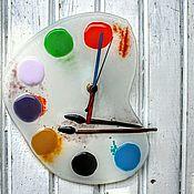 """Часы ручной работы. Ярмарка Мастеров - ручная работа Часы настенные """"Мой друг художник"""". Авторские часы. Стекло. Handmade."""