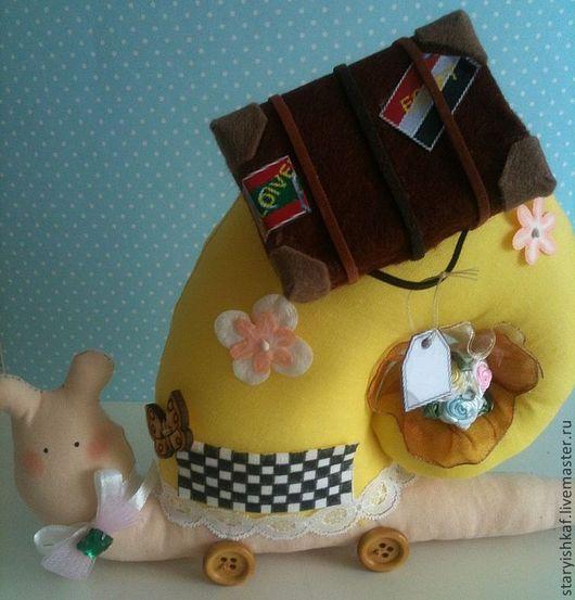"""Куклы Тильды ручной работы. Ярмарка Мастеров - ручная работа. Купить Тильда-улитка """"Такси вызывали?"""". Handmade. Желтый"""