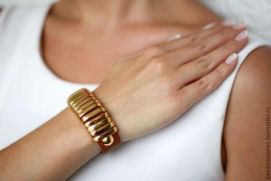 Браслеты ручной работы. Ярмарка Мастеров - ручная работа. Купить Широкий кожаный браслет с металлическими перекладинами (коричневый). Handmade.