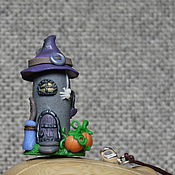 Украшения ручной работы. Ярмарка Мастеров - ручная работа Подвеска-статуэтка домик Halloween светлый. Handmade.