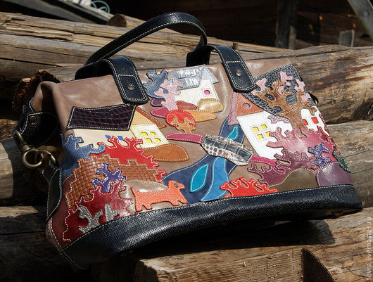 """Новый вариант сумки """"Предзимье""""  - на  светло- кофейном фоне и с бежевой отстрочкой.  Получилось красиво."""