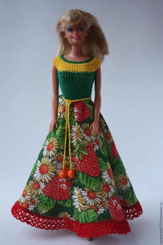 ПРОДАНО  это платье с застегивается на спине на маленькие кнопки.