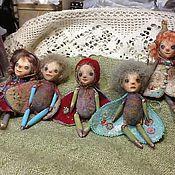 Куклы и игрушки ручной работы. Ярмарка Мастеров - ручная работа куколки-брошки полностью ручная авторская работа. Handmade.