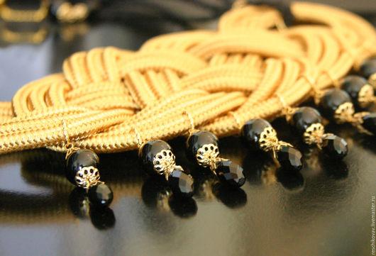 """Колье, бусы ручной работы. Ярмарка Мастеров - ручная работа. Купить Колье плетеное """"Золото и черный"""" с агатом и бусинами черного хрусталя. Handmade."""