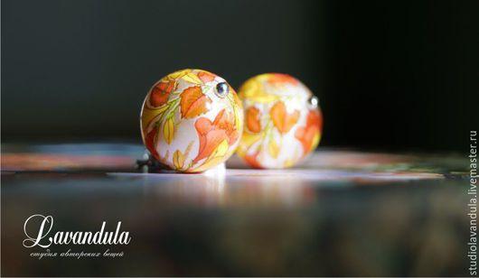 Серьги Тенша `Засентябрило` выполнены из родированной латуни с цирконами и японских бусин Тенша теплых, согревающих тонов.