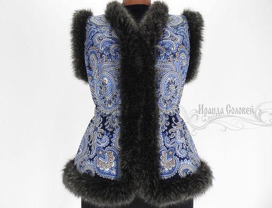 Авторский жилет из шерстяного (100% шерсть) павлопосадского платка Морозко-16 Отделка искусственным мехом.Подкладка- флис.