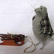 Куклы и игрушки ручной работы. Ярмарка Мастеров - ручная работа Мышка Руми с саночками. Handmade.