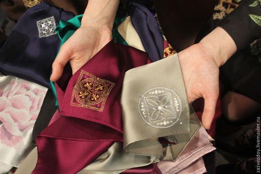 платок с ручнйо росписью  ` брошь`