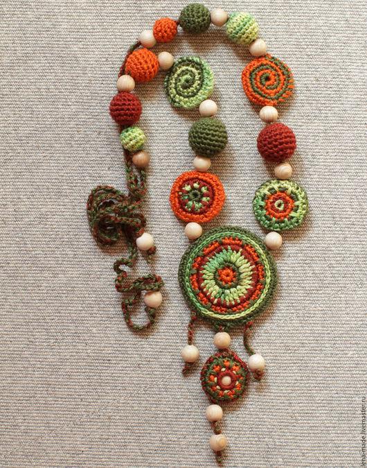 Вязаные бусы в этническом стиле `Терракот и зелень`. Сторона 1, вид 1.