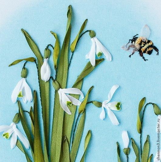 Картина Галантусы из серии «Ботаническая коллекция. Весна».  Вышивка лентами. Миниатюра. Панно на стену. Фрагмент.