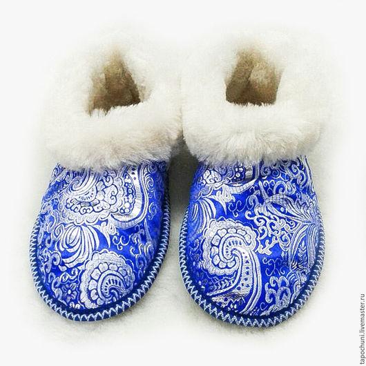 Обувь ручной работы. Ярмарка Мастеров - ручная работа. Купить Чуни из овчины «Зимний узор». Handmade. Синий, тапочки женские