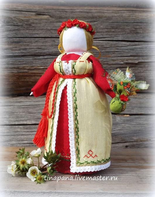 Именно эта кукла в данный момент участвует во Всероссийской выставке `Кукла в национальном костюме`(г. Москва) до конца января 2016 г.