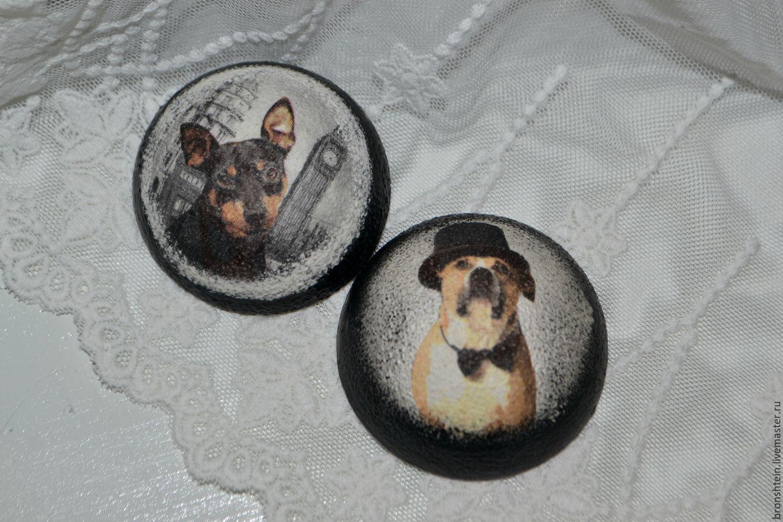 """Винтажные предметы интерьера ручной работы. Ярмарка Мастеров - ручная работа. Купить деревянный круглый магнит на холодильник - """"собака друг человека"""". Handmade."""