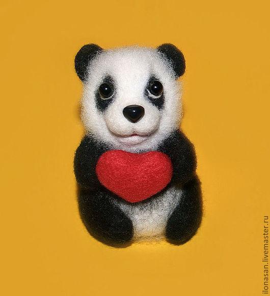 Игрушки животные, ручной работы. Ярмарка Мастеров - ручная работа. Купить Панда Кеня - бамбуковый мишка (брошь, подвеска). Handmade.